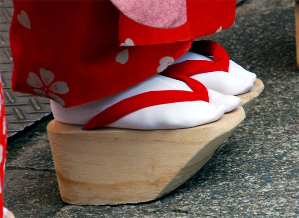 Traditional shoes that Geisha and Maiko wear Picture #9